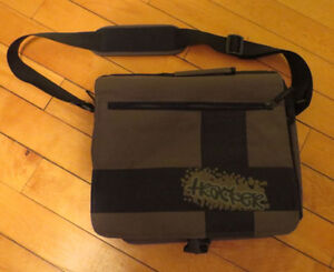Tracker Brand Carry Bag for Tablets/Notebook