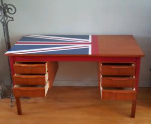 Wood Desk with London Union Jack design