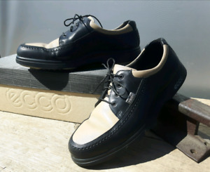 Ladies leather golf shoes size 9.5-10