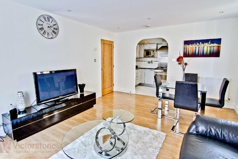2 bed 2 bath close by OLD STREET tube station
