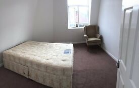Double room available in 3 bedroom flat.