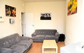 Large Double Room - Burley - Headingley - All bills Inc - 2 x new bathrooms