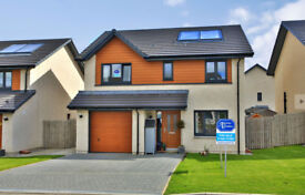 4 Bedroom detached, no chain, 3 bathrooms & downstairs toilet, fibre bb, solar panel and gas heating