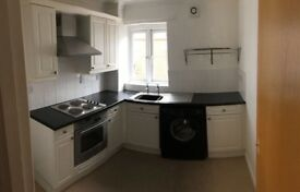 2 Bed Spacious Apartment with secure parking in the Centre of Exeter