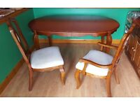 BEAUTIFUL SOLID WOOD EXTENDABLE DINING ROOM TABLE AND SET OF 6 MATCHING CHAIRS (INCLUDING CARVERS)