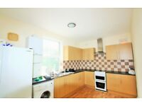 5 bedroom flat in Brentview House, North Circular Road NW11