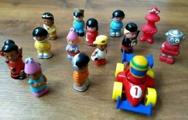 Selection of Happyland people toys (16 pieces)