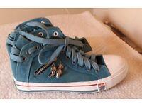 Size 6 denim canvas shoes