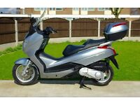 Stunning immaculate Honda FES125 S-Wing in showroom cond (Cygnus PCX) FSH Full mot HPI clear UK DEL