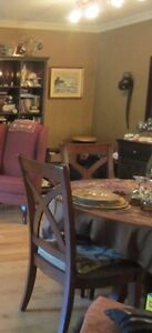 BEAUTIFUL 5 PCE ROUND GLASS TOP DINING ROOM SET West Island Greater Montréal image 1