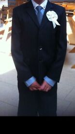 Boys 3 piece suit Size 8/9 years