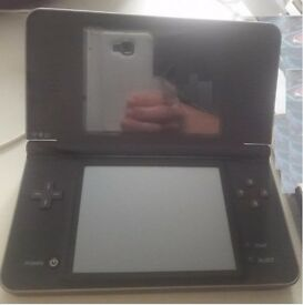 Nintendo Console DSI XL with charge and case