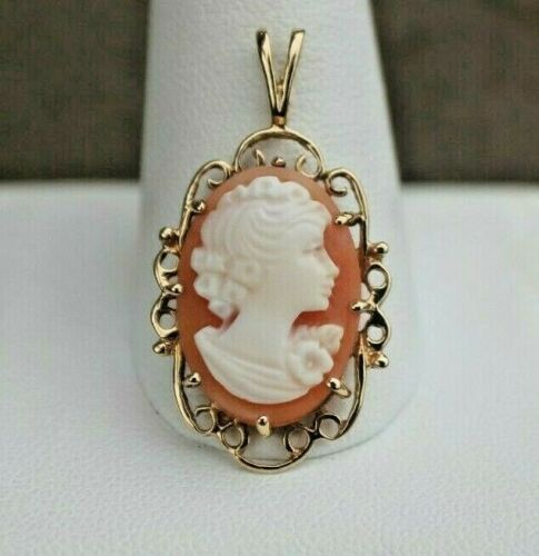 Ladies 10K Yellow Gold Ornate Scroll Cameo Pendant
