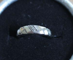 bague en or blanc 10k gr:5 avec 3 véritables diamants