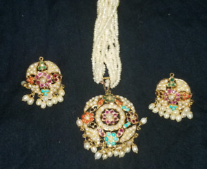 22K GOLD NECKLACE WITH EARINGS FOR SALE. WEIGHT IS 26 GRAMS.