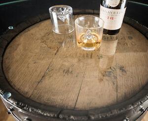 table bar et vitre - 2 tonneaux de whisky
