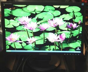 "Samsung Syncmaster LCD Monitor 19"" In Mint Condition."
