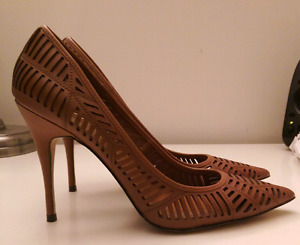BCBGeneration pumps sz9 NEW (leather)