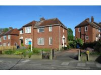 TOLET-A well presented 3 bed semi det house, central location, gardens, drive, outdoor clay oven