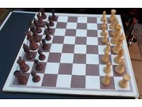 CHESS SET BROWN AND CREAM PIECES
