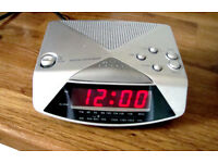 SMALL ALARM CLOCK RADIO - AM & FM (Mains powered)