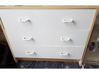 White and wood chest of drawers