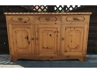 A QUALITY SOLID PINE SIDEBOARD