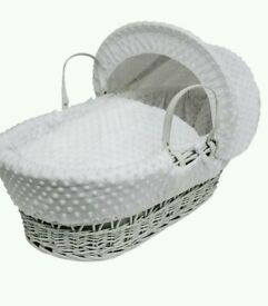 Kinder valley Grey Dimple with Dove Grey Wicker moses basket & Free little gem Rocking stand grey