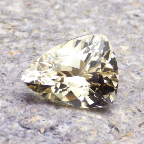 GOLD OREGON SUNSTONE 4.29Ct CLARITY SI1-FROM PANA MINE-TRILLION BRILLIANT CUT