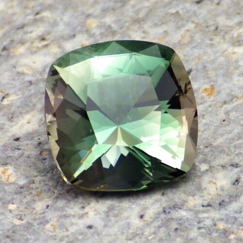 PEACOCK GREEN-BLUE DICHROIC OREGON SUNSTONE 2.82Ct FLAWLESS-FOR HIGH-END JEWELRY