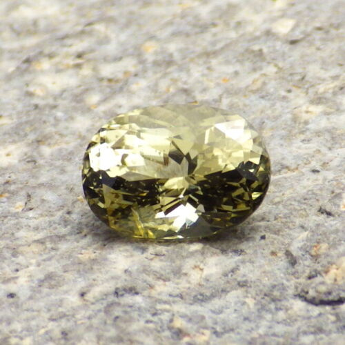GOLD GREEN DIOPSIDE-SRI LANKA 1.63Ct CLARITY SI2, RARE NATURAL GEM, VIDEO