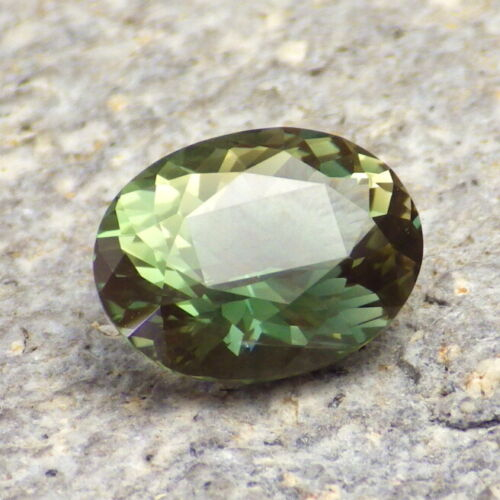 GREEN SCHILLER OREGON SUNSTONE 2.93Ct VVS2, FOR BEAUTIFUL JEWELRY / INVESTMENT