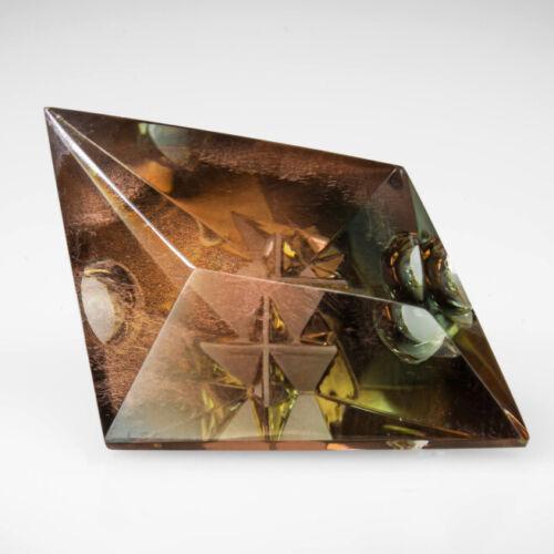 GREEN-TEAL SCHILLER OREGON SUNSTONE 13.87Ct ARTISTIC CARVING BY DARRYL ALEXANDER