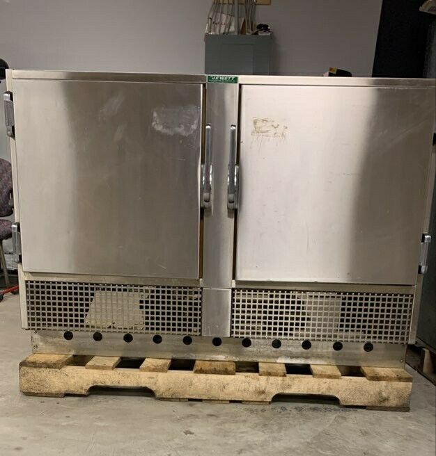 Jewett 2 Door Refrigerator Very Clean w/ 4 Roll Out Shelves MD SR-759