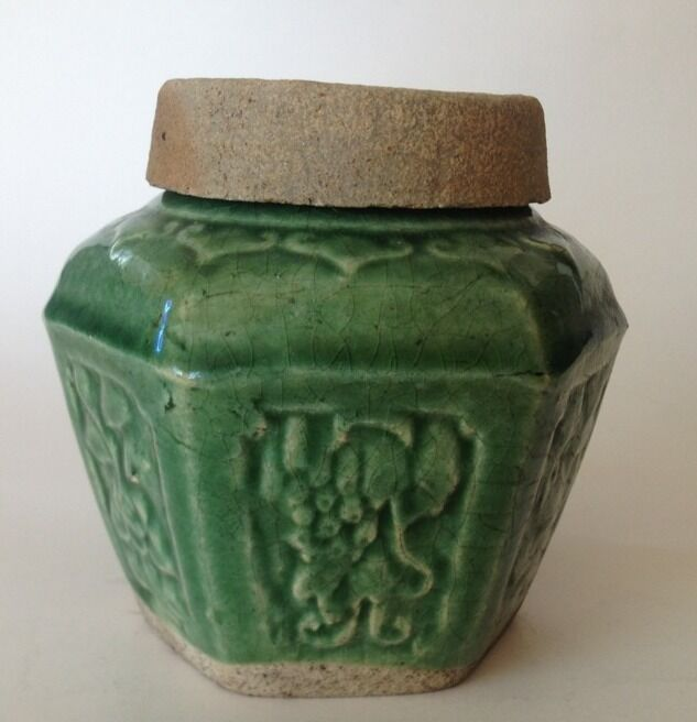 VINTAGE CHINESE GINGER JAR COLOR -GREEN With A DRIP GLAZE