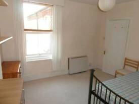 Town centre double room with bills inc