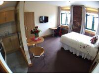 STUDIO Apartment 105 - Accommodation 3 min walk from Bradford University (Student or Professional)