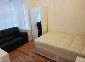 One Double Bedroom to rent / share in perivale - Greenford
