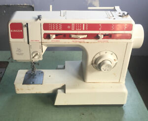 SINGER SEWING MACHINE $50