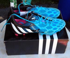 Soccer footwear / shoes / Souliers de foot