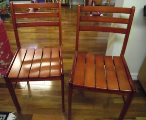 2 chaises en bois massif  - 2 chairs in solid wood West Island Greater Montréal image 1