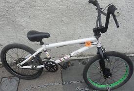GOOD CONDITION, A NICE WHITE/BLACK MONGOOSE SUBJECT BMX BIKE