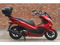 Honda PCX 125 (15 REG), One owner, Good condition, ONLY 300 miles on the clock!