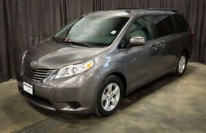 2017 Toyota Sienna LE  Power Sliding Doors / Almost New