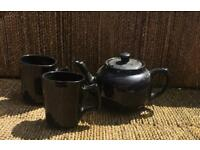 Black teapot with two mugs