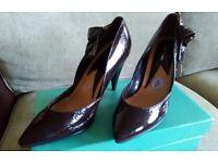 Womens La Reine shoes size 6