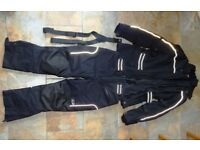 COMPLETE WATERPROOF AND ARMOURED MOTORCYCLE SUIT - GREAT CONDITION