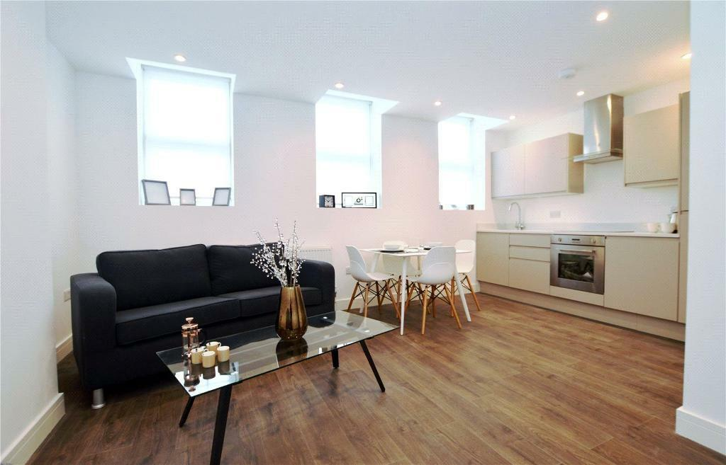 2 bedroom flat in The Broadway, Mill Hill, London, NW7