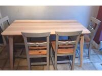 Beautiful kitchen table, contemporary perfect condition with four chairs