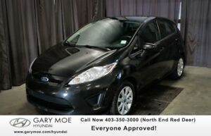 2013 Ford Fiesta SE W/ SUNROOF, HEATED SEATS, HANDS FREE!